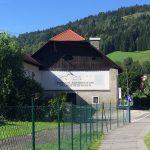 Tu teraz jest prywatne muzeum, a wcześniej była tu pierwsza manufaktura Porsche.
