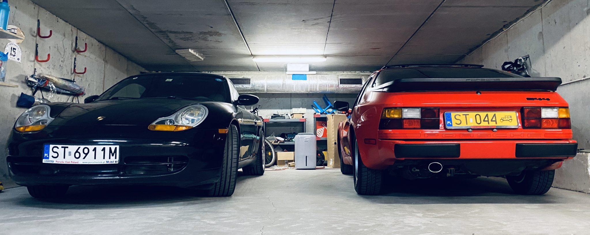 944 z młodszą 911 już w garażu.